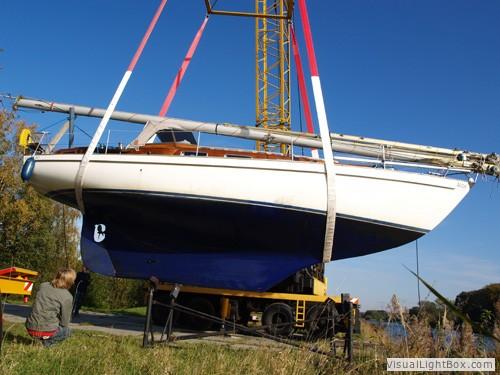7,5 ton boot aan een takel de dijk over...